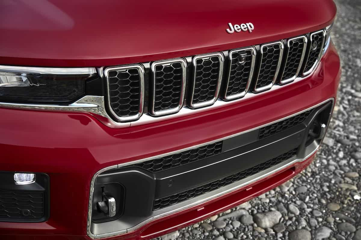 All-new 2021 Jeep® Grand Cherokee L Overlandrefined front view with anew front fasciadesigned for function while keeping the competitive approach angle for which the Grand Cherokee is known.