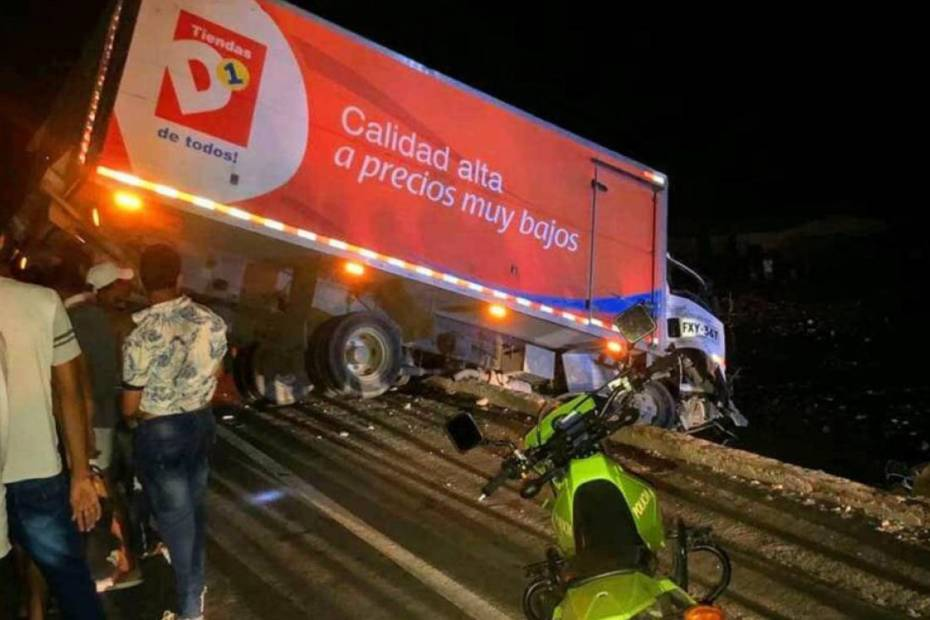 camión se volcó en Tasajera