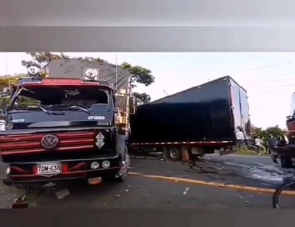 choque cuatro camiones Buga