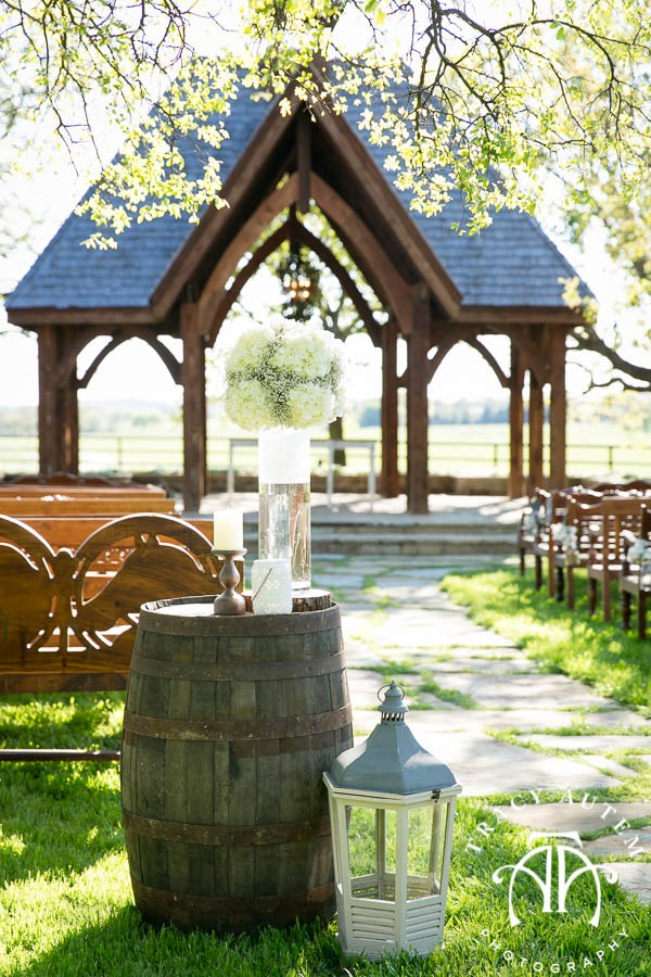 Judge Wedding Details Blog Classic Oaks Ranch Outside nature May I Serve You Mockingbird Bridal DiFiori Nothing Bundt Cakes -13