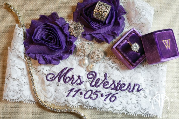 laura-and-david-wedding-details-classic-oaks-venue-wedding-reception-ideas-purple-tcu-flowers-justines-love-sign-rustic-tracy-autem-photography-0007