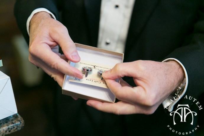 laura-and-david-wedding-details-classic-oaks-venue-wedding-reception-ideas-purple-tcu-flowers-justines-love-sign-rustic-tracy-autem-photography-0009