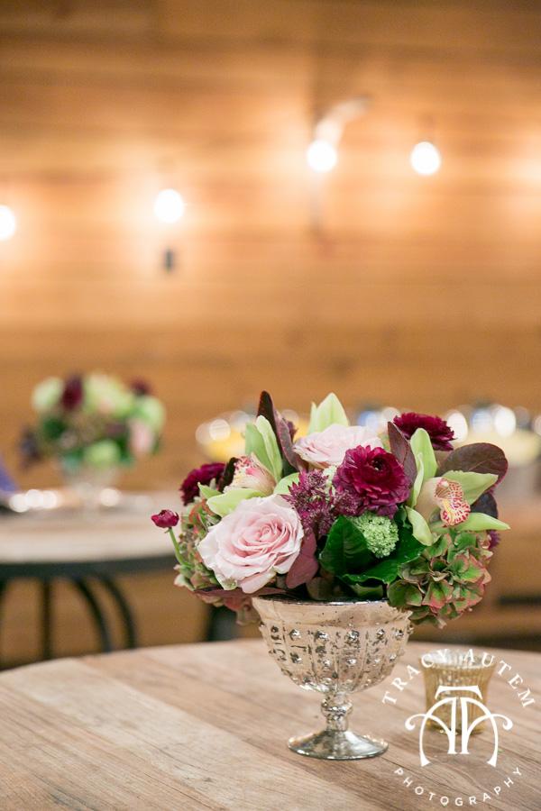 laura-and-david-wedding-details-classic-oaks-venue-wedding-reception-ideas-purple-tcu-flowers-justines-love-sign-rustic-tracy-autem-photography-0053