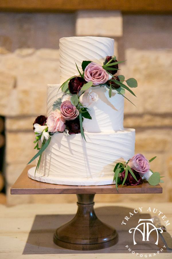 laura-and-david-wedding-details-classic-oaks-venue-wedding-reception-ideas-purple-tcu-flowers-justines-love-sign-rustic-tracy-autem-photography-0056