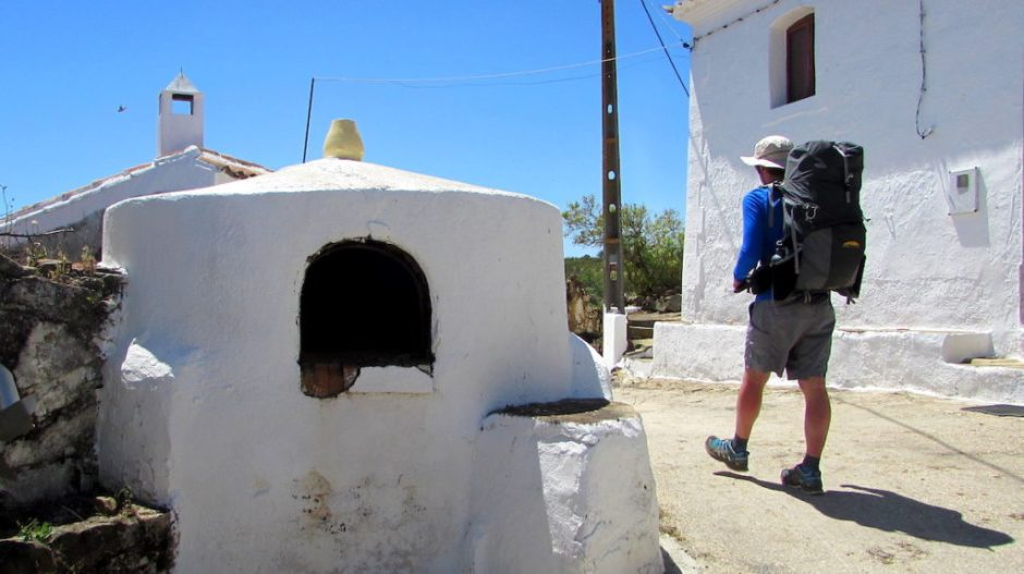 Walking through another deserted Algarve village