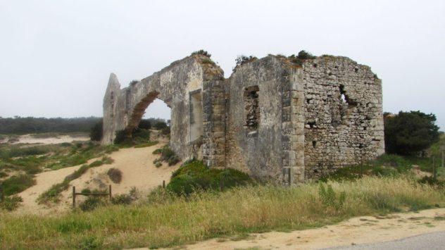 A ruined convent near Porto Novo