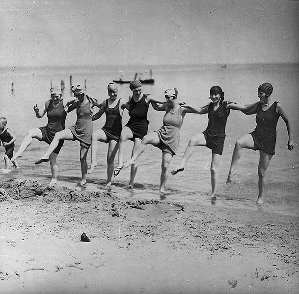 Dancing on the beach, 1920, William James (public domain)