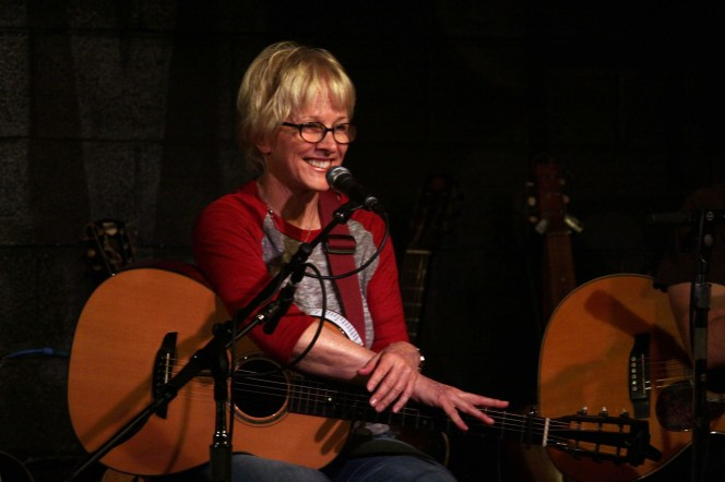 photo of Tracy Newman with guitar onstage