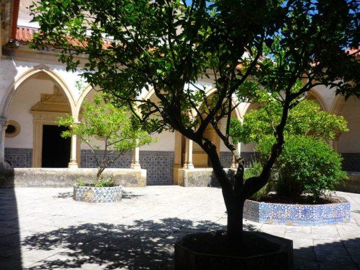 PORTUGAL convento-de-christo-tomar-cloister-courtyard