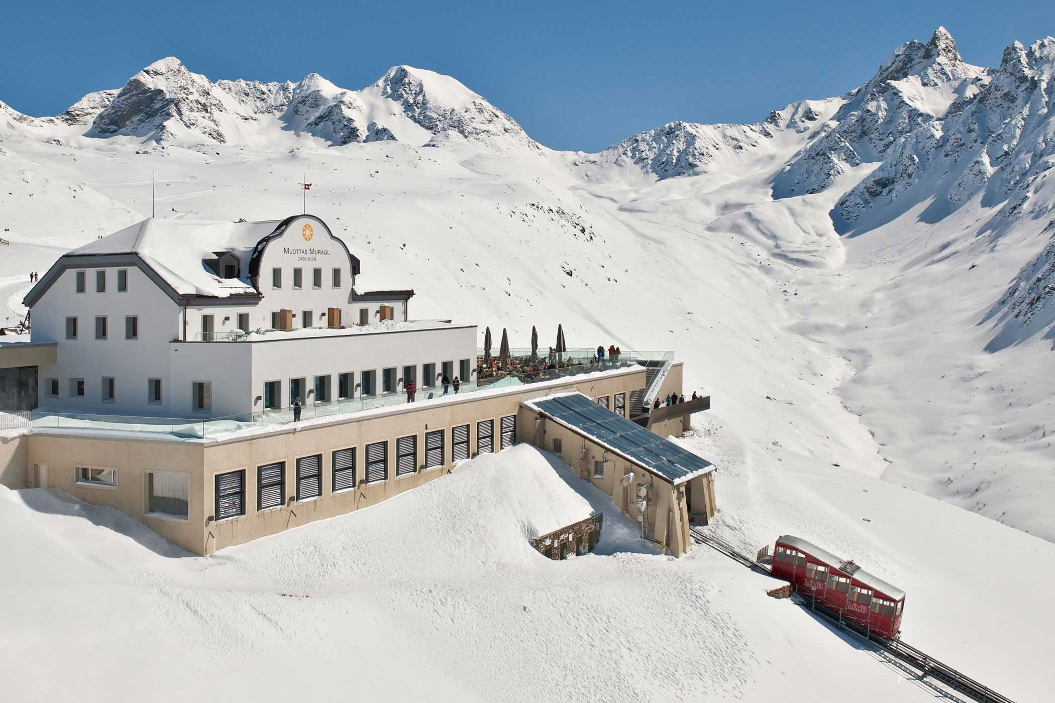 Hotel auf Muottas Muragl im Winter