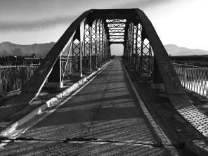 Título: El vell pont de ferro, Autor: Josep Vicent Baldoví Martines