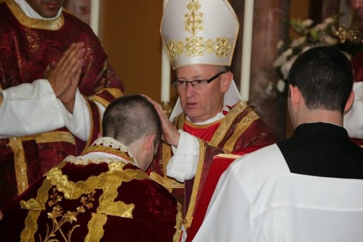 Biskup podjeljuje vlast odrješivanja.