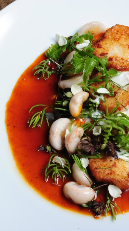 2-scallop_with_Mangosteen_salad