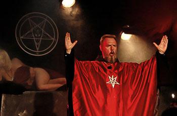 alta culto satánico asistente