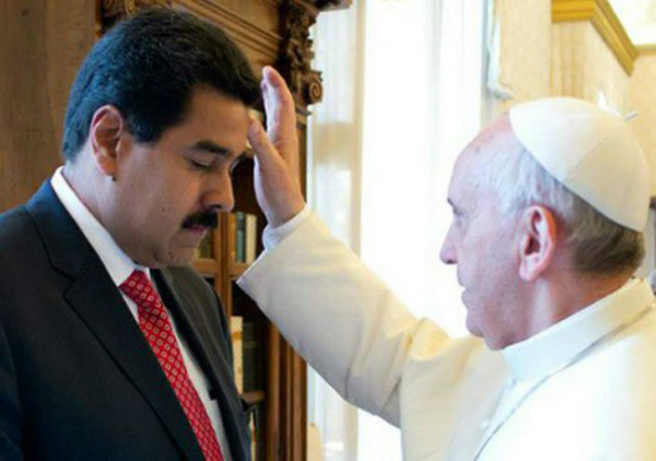 El Papa bendice Maduro
