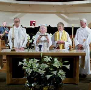 mujeres sacerdote diciendo misa en Suiza