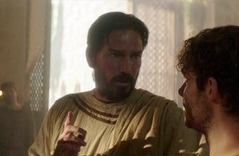 San Lucas hablando a un cristiano en la película 'Pablo Apóstol de Cristo'