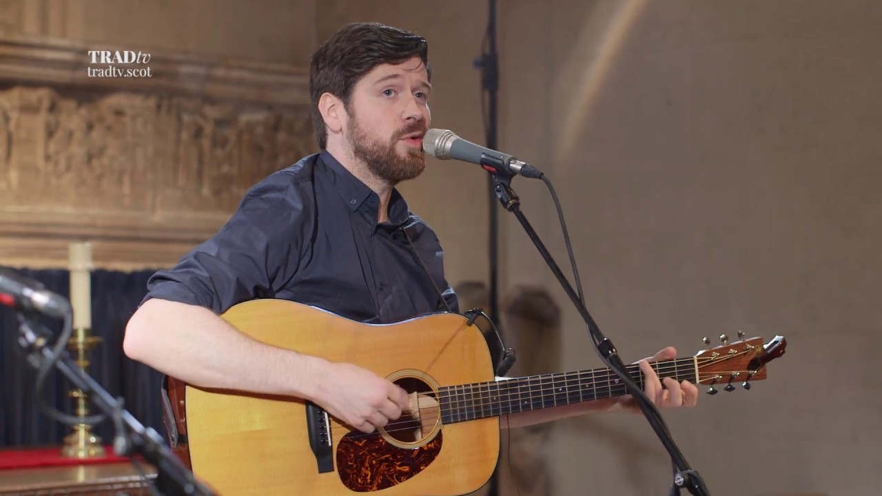 Kris Dreaver performs Wintermoon live in Paisley Abbey (The Visit 2017)