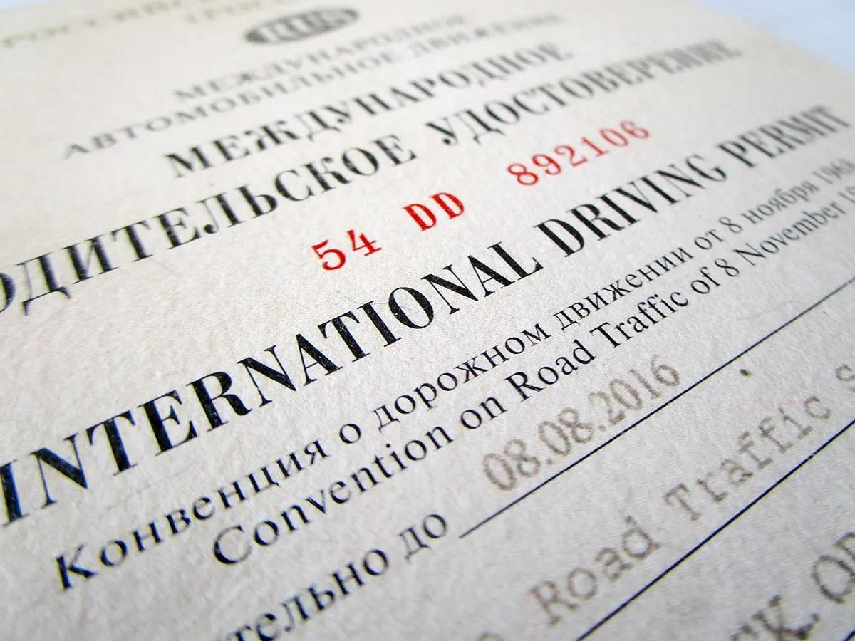 faut il faire traduire mon permis de conduire pour mon road trip. Black Bedroom Furniture Sets. Home Design Ideas