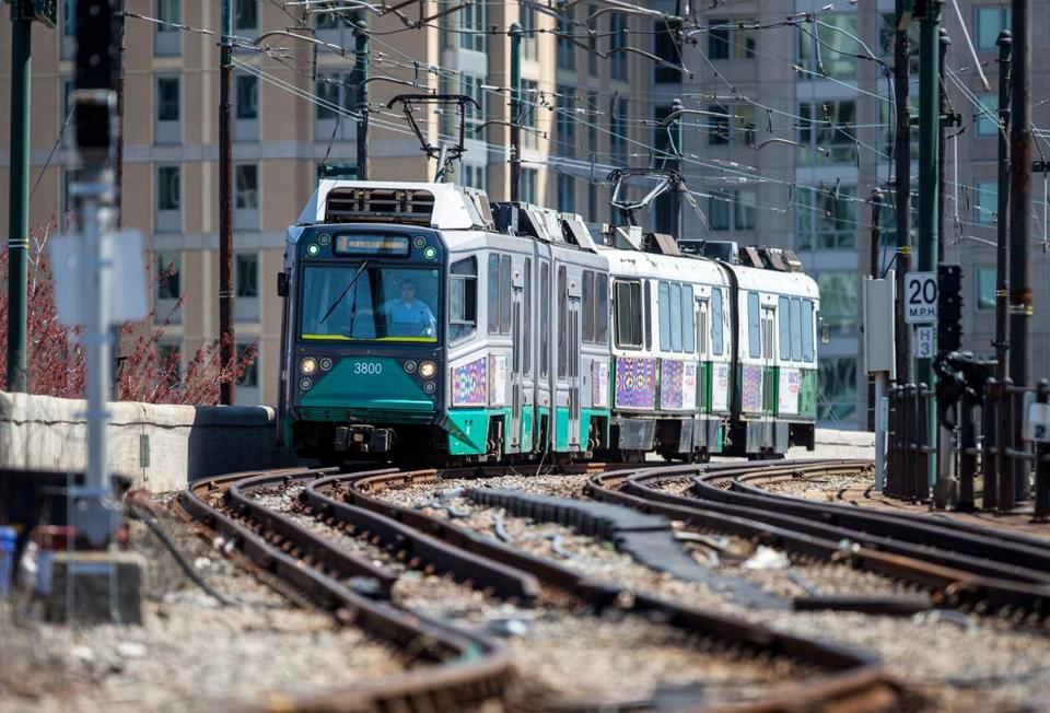 BOSTON — The federal government this week pledged nearly $1 billion to help finance the expansion of the Massachussets Bay Area Transportation Authority's (MBTA) Green Line from Cambridge into Somerville and Medford, a major boost for the long-promised transit project, The Boston Globe reported.