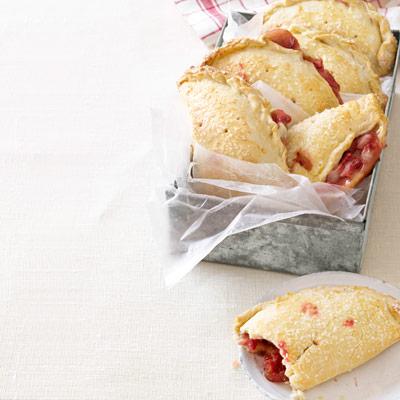 strawberry-hand-pies-recipe-clv0712-GrpMvX-SosOfs-xl