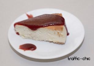 Cheesecake con salsa de guayaba