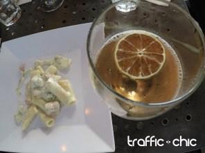 Pasta Gorgonzola junto al coctel Italian 75.