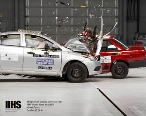 iihs-ncap-cf16004-crash