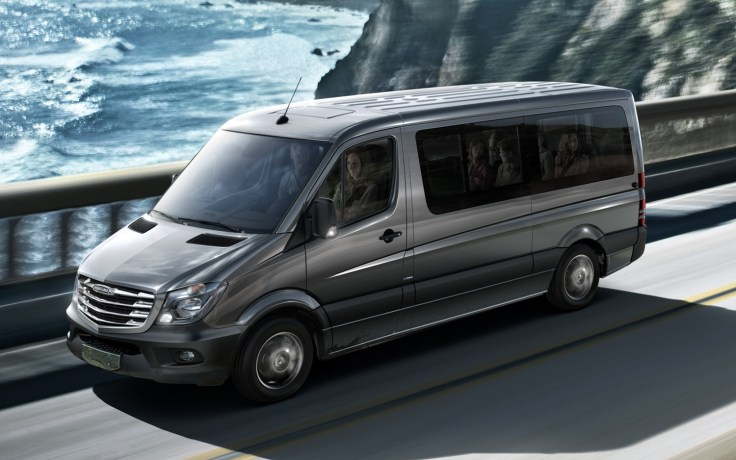 2014-Mercedes-Benz-Sprinter-in-motion-view