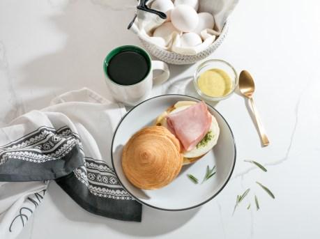 火腿瑞士芝士蛋白酥皮三文治