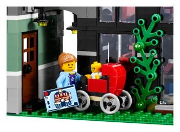 Lego Modular Building_Assembly Square_4