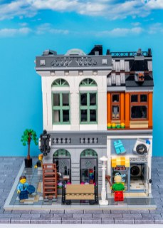 Lego Modular Building_Brick Bank_2