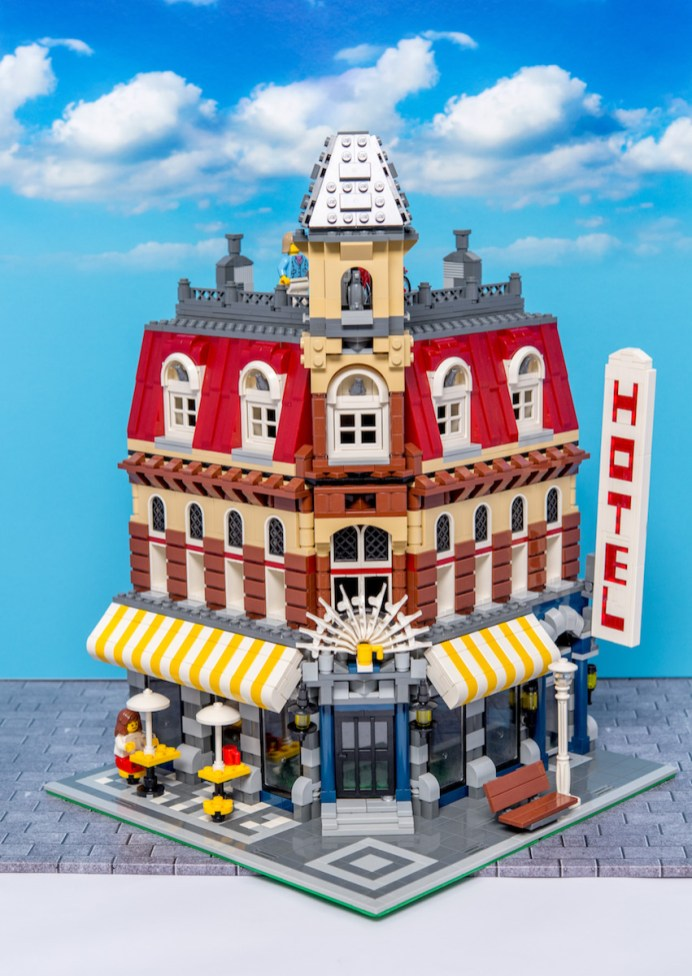 Lego Modular Building_Cafe Corner_1