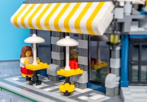 Lego Modular Building_Cafe Corner_3