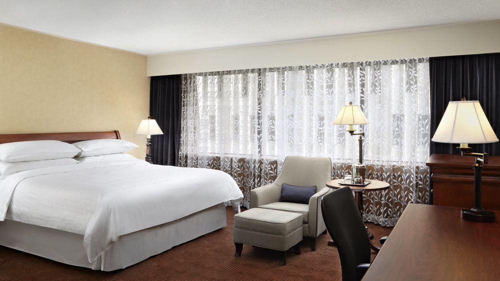 sheraton-ottawa-guest-room