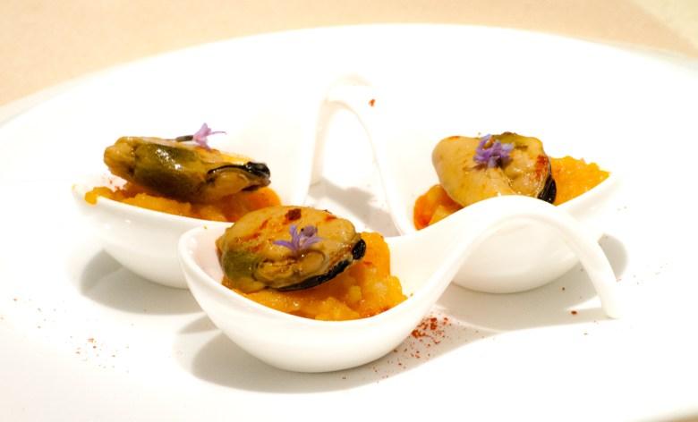 Recetas con latas de conservas: mejillones con patatas revolconas