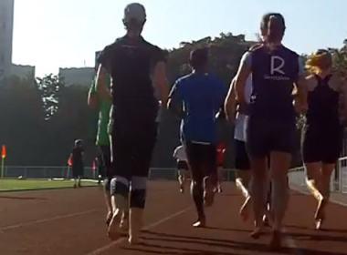 Courir pieds nus: la vidéo