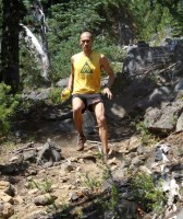 picture of Yassin Diboun running downhill at the waldo 100k ultra marathon