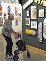 Lady-walker-skateboard522