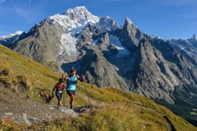 TDSのレースをリードするXavier Thevenard (フランス)とSamir Tamang (ネパール)。Photo courtesy of © The North Face® Ultra-Trail du Mont-Blanc® - Pascal Tournaire
