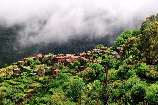 「石の村」ゴンドラマース。Photo © Trilhos du Abutres