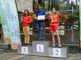 Podio categoría Absoluta con Vanesa Pascual en cabewza y Orosia Juanin en segunda posición
