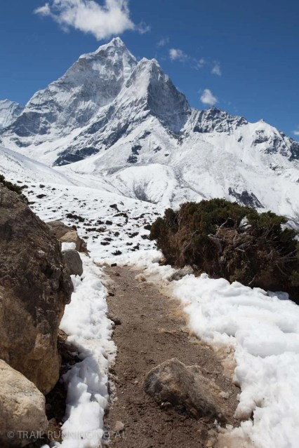 The pleasurable trail down to Dingboche.
