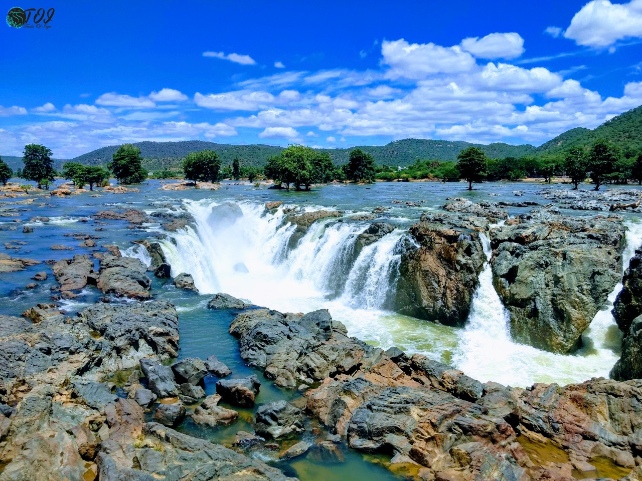 From Cubicle To Coracle: A Trip To Hogenakkal Falls From Bangalore - Trails  Of Inju