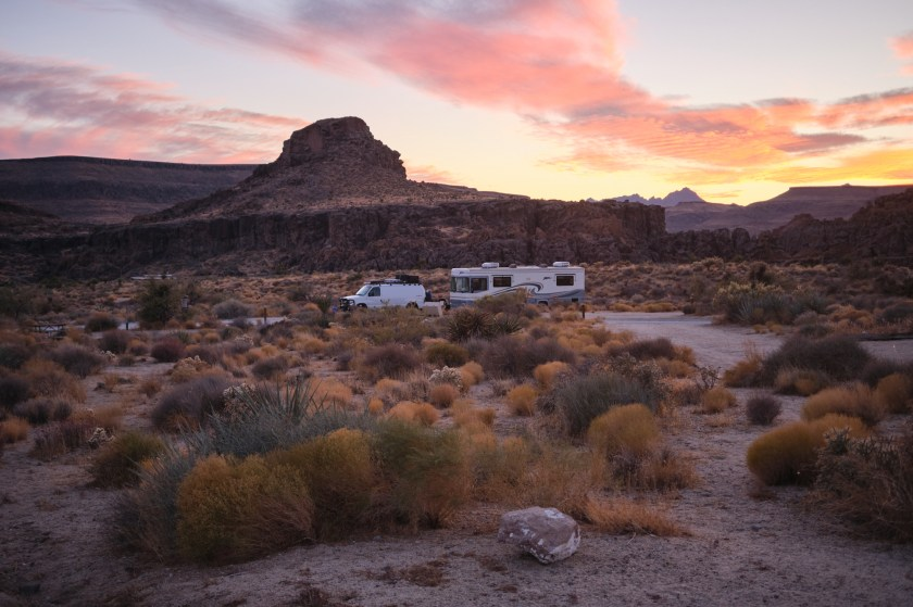 Camping at Hole-In-The-Wall Campground and Hiking The Rings Loop Trail