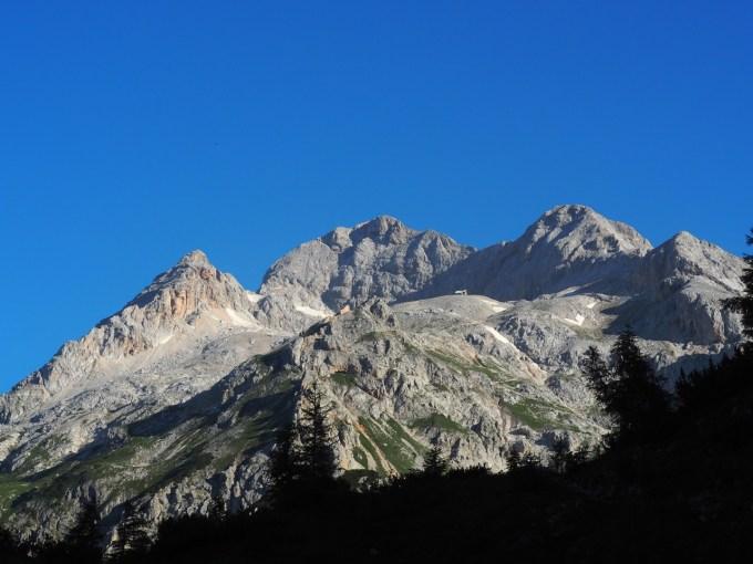スロベニア最高峰トリグラウ。3つの頂が確認できる