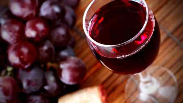 red wine causes belly fat