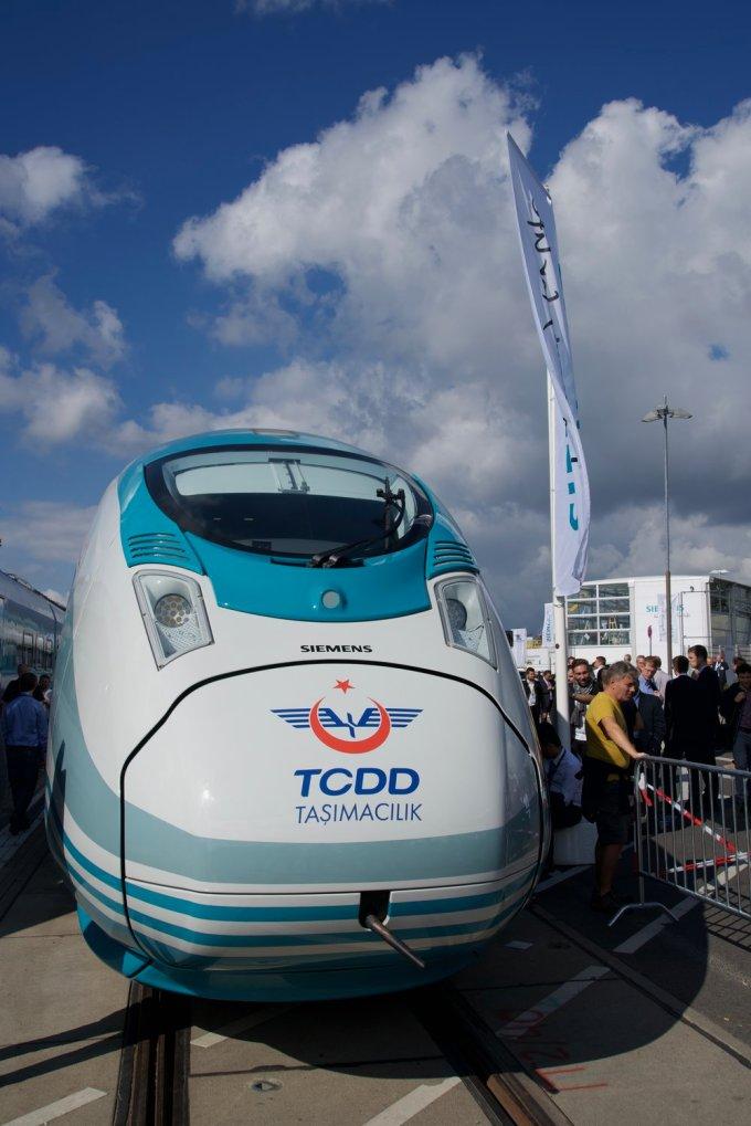 A Turkish Railways high speed EMU. Basically a modified Siemens ICE 3 series unit.