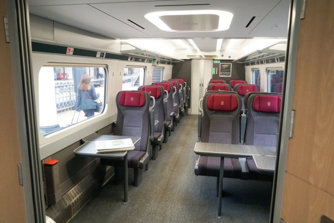 First Class saloon on a GWR Class 800