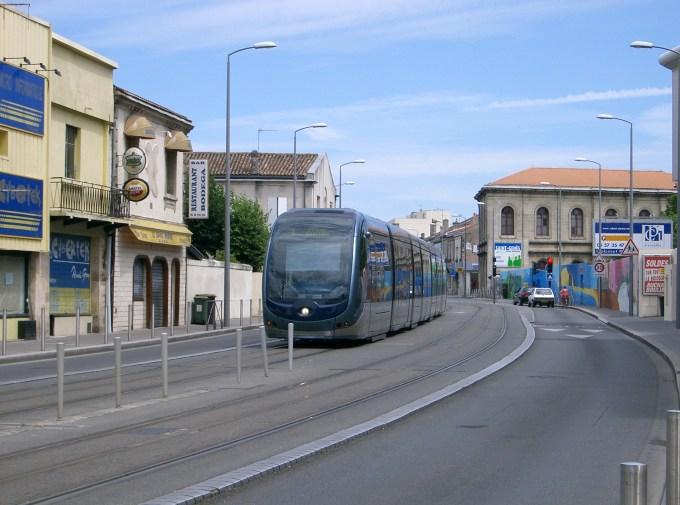 Bordeaux-tram-aps-near-Roustaing.jpg